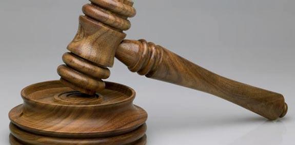 פטיש דין משפט גזר דין עתירה דין וחשבון אזיקים / צלם: פוטוס טו גו